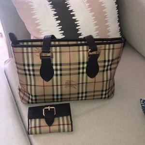 Burberry tote & wallet included 💜